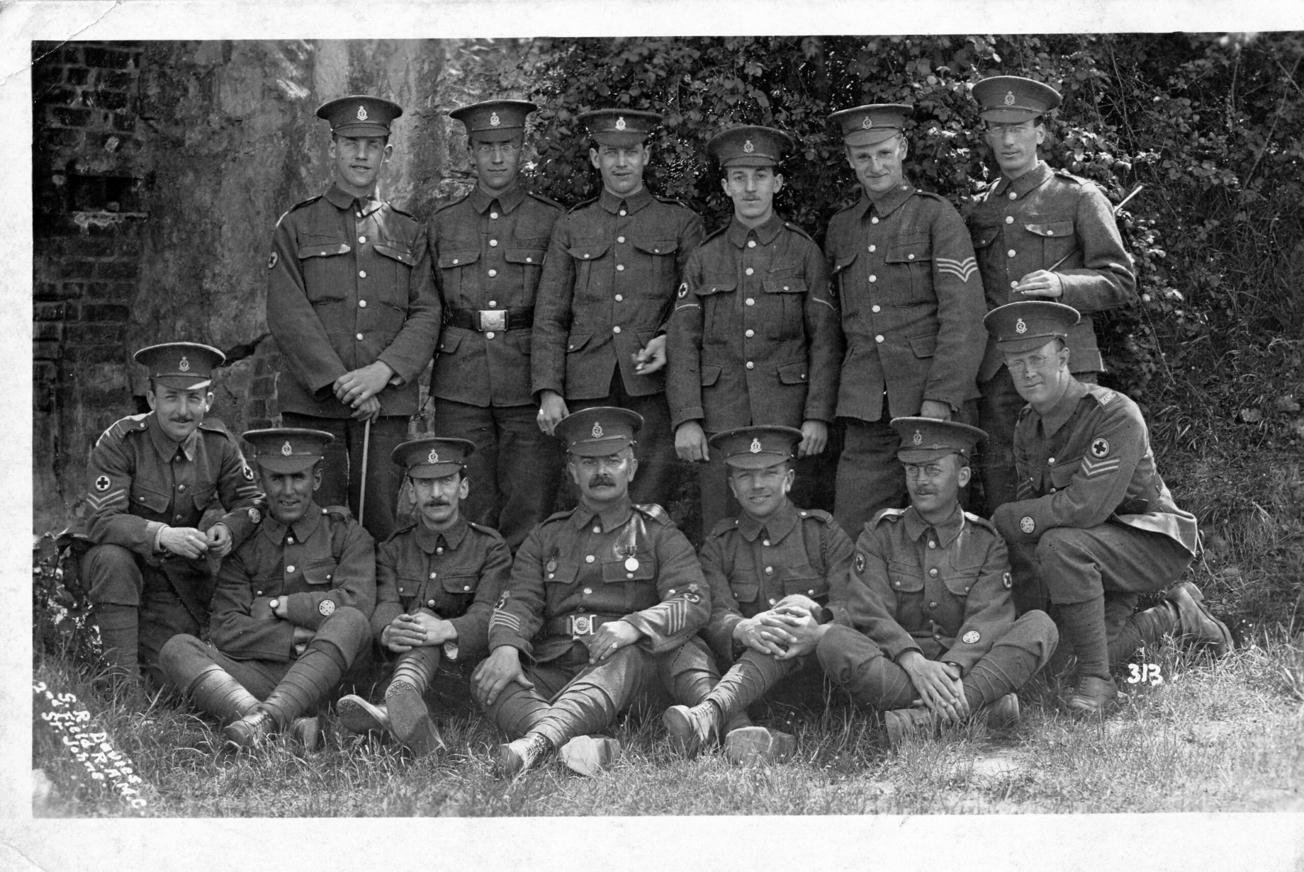06-Ernest-Sweeting-crouching-left-at-Winchester-poss-1915