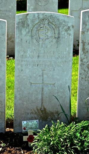 Ieuan-Phillips-grave-for-web